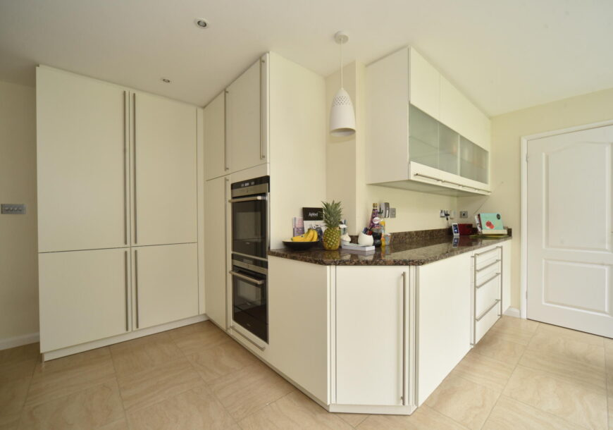 Approved Used Kitchen, Large Contemporary, Siemens Appliances, Berkshire