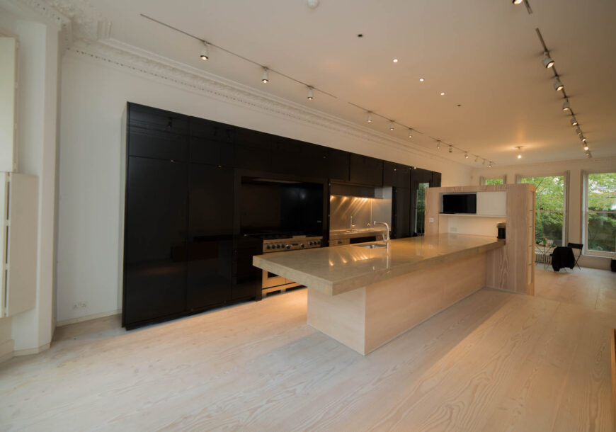 Approved Used Kitchen, Very large Contemporary, WOLF/Miele Appliances, London – Reduced