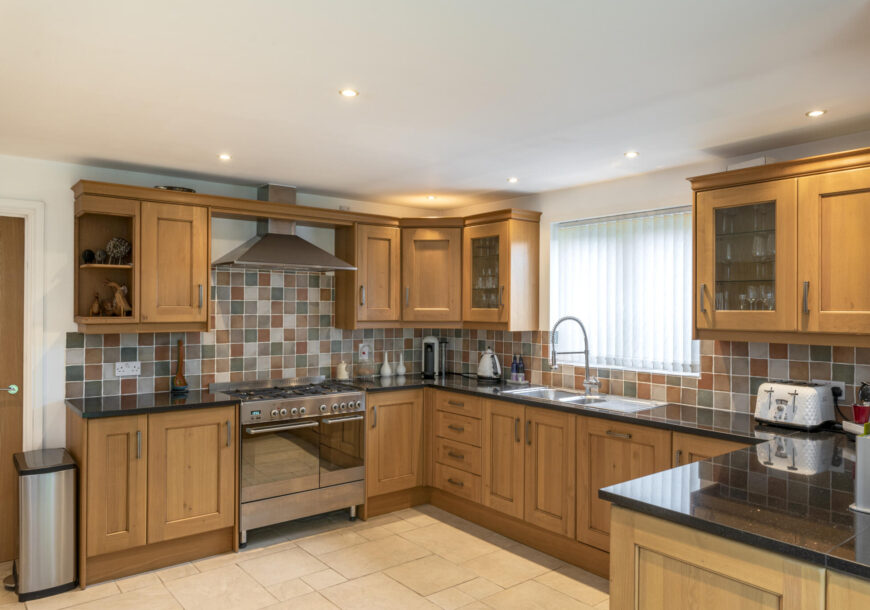 Approved Used Kitchen, Magnet Classic Shaker, Utility, Delonghi Range Oven, Staffordshire