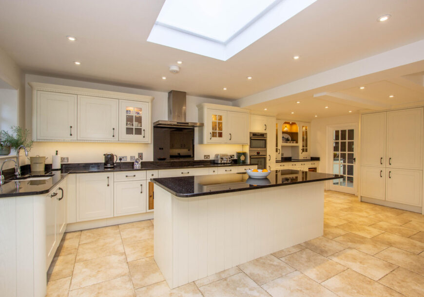 Ready NOW! Approved Used Kitchen, Very Large Howdens Tewkesbury Painted Shaker, West Sussex