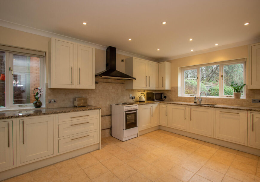 Approved Used Kitchen, Classic Painted Shaker, Hampshire