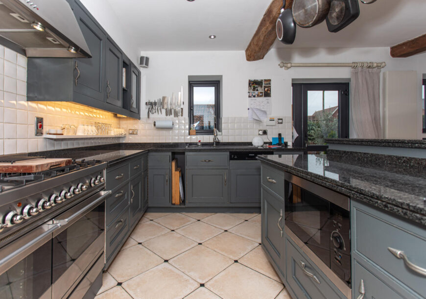 Approved Used Kitchen, Painted In-frame Shaker, Britannia Range Oven, Doncaster