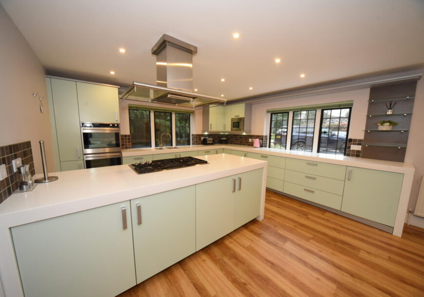 Approved Used Kitchen, Alno Large Modern Gloss, Buckinghamshire