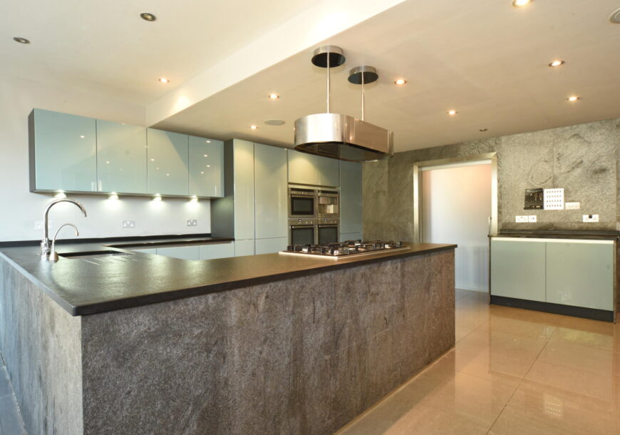 Approved Used Kitchen, Large Next Line Handleless, Berkshire
