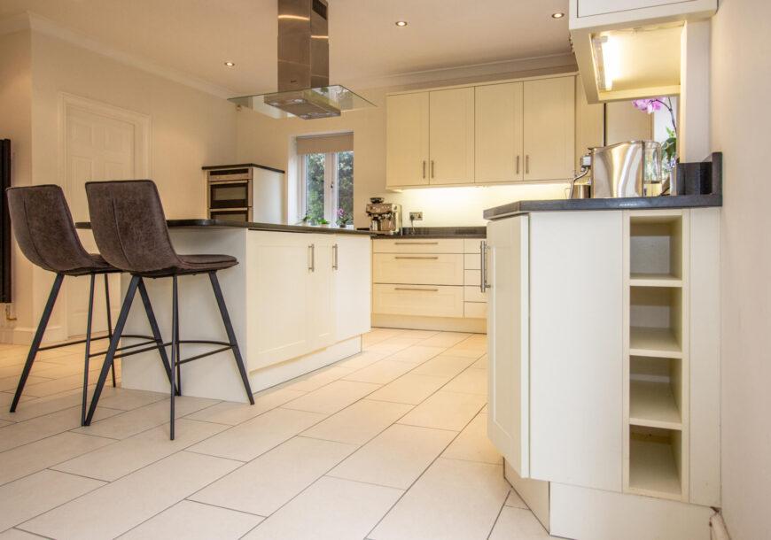 Approved Used Kitchen, Classic Shaker, NEFF Appliances, Utility, Hampshire