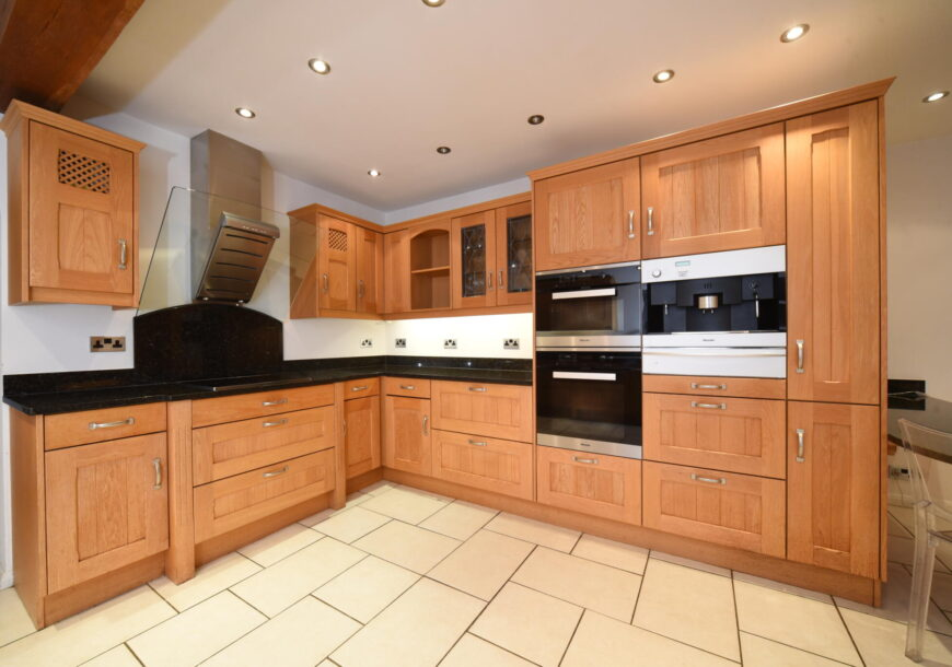 Approved Used Kitchen, Large Classic Shaker, Buckinghamshire