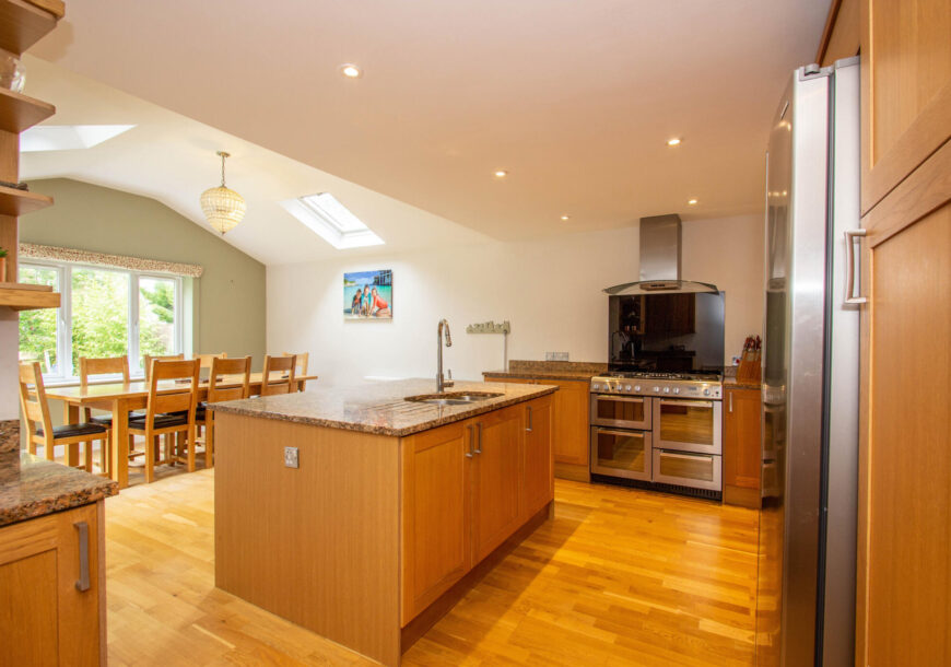 Approved Used Kitchen, Magnet Shaker, Hotpoint Range Oven, Hampshire