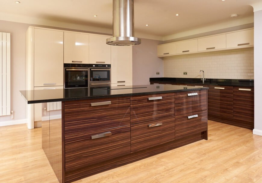 Approved Used Kitchen, Modern Gloss, North