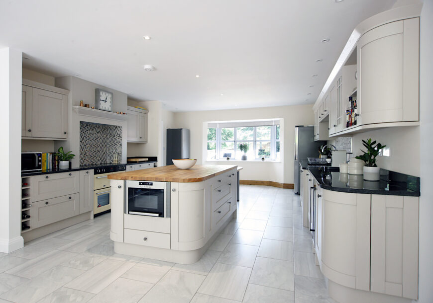 Approved Used Kitchen, Howdens Shaker, Belling Range Oven, Essex