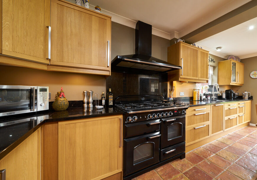 Approved Used Kitchen, Ikea Classic, North
