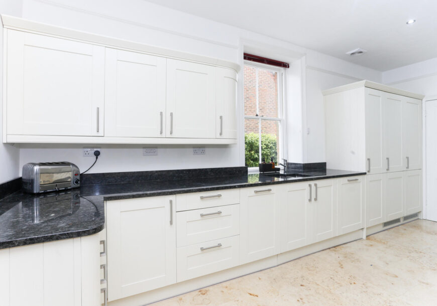 Approved Used Kitchen, Wren Classic Shaker, Kent