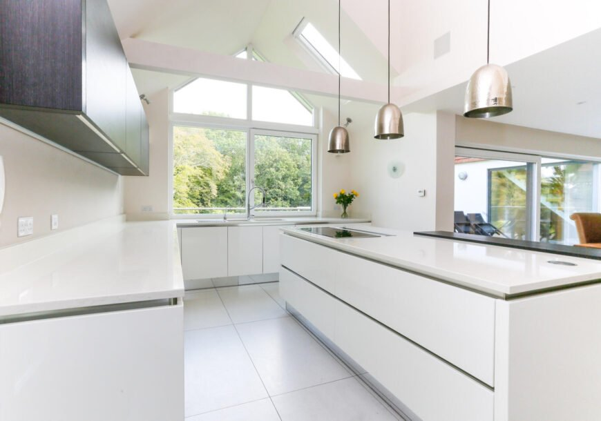 Approved Used Kitchen, Large Modern Handleless, Ut...