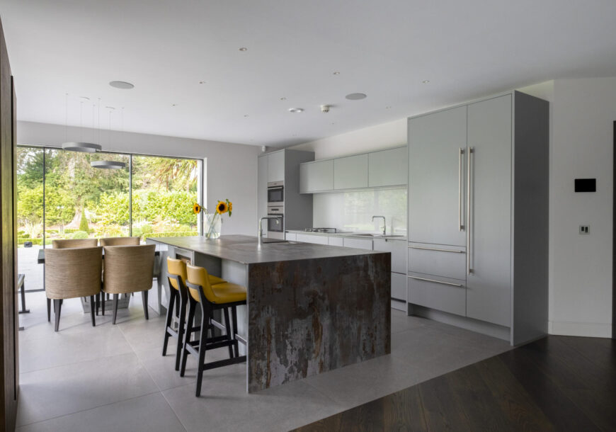 Approved Used Kitchen, Large Modern Handleless, We...