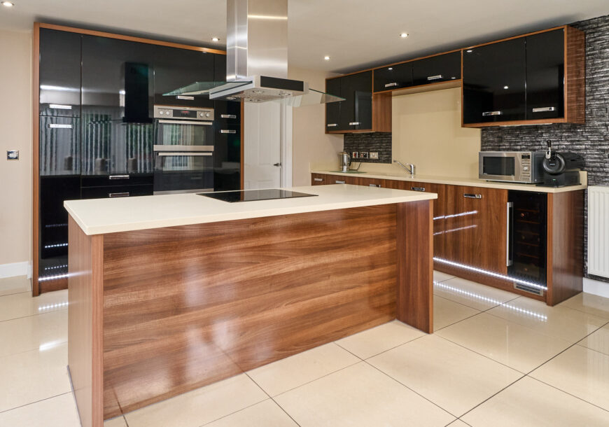 Approved Used Kitchen, Modern Gloss, AEG Appliances, North