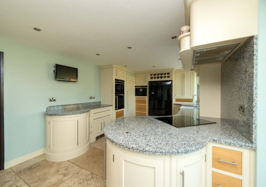 Approved Used Kitchen, Painted In Frame, Siemens Appliances, Norfolk