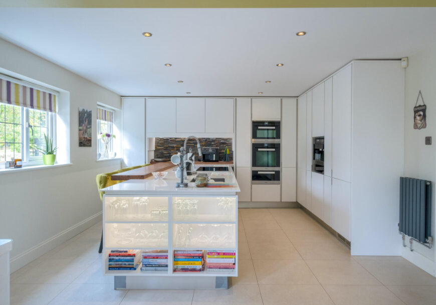 Approved Used Kitchen, Porcelanosa Handleless, Mie...