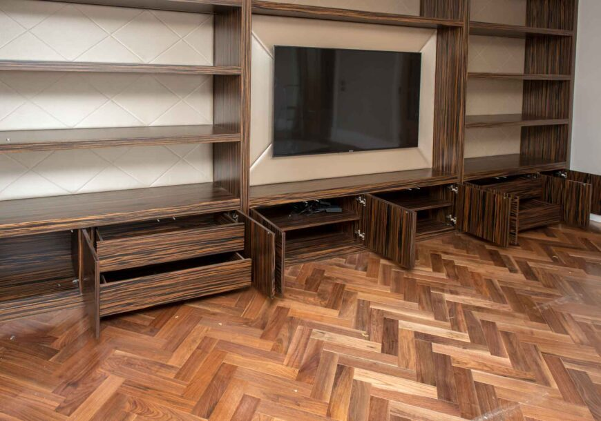 Approved Used Macassar Media Unit, North