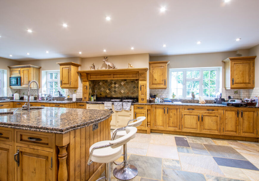 Approved Used Kitchen, Very Large Loxley In Frame,...