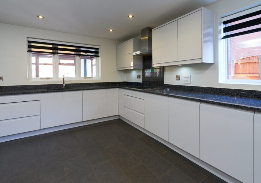 Approved Used Kitchen, Very Large Modern Gloss, Greater Manchester